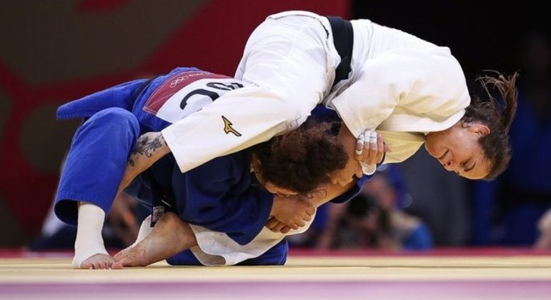 Outro dos ângulos do golpe que daria a vitória à judoca gaúcha