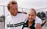 Quando a russa diz que dedicou a vida toda ao tênis, não é exagero! Sharapova começou a jogar com 4 anos, aos 6 a tenista Martina Navratilova viu a pequena treinando em um clube de tênis em Moscou e convenceu a família a mudar-se para os Estados Unidos. O pai dela, Yuri Sharapov, era seu técnico quando nova