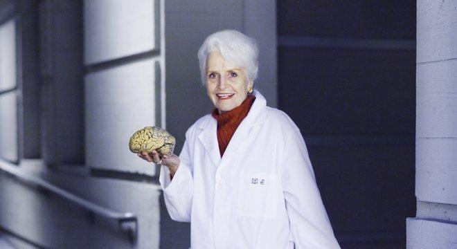 Na caixa com estampa floral para chapéu, Diamond levava cérebros