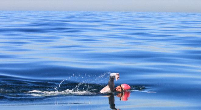 Mariana Chevalier levou 11 horas e 55 minutos para atravessar o Canal da Mancha