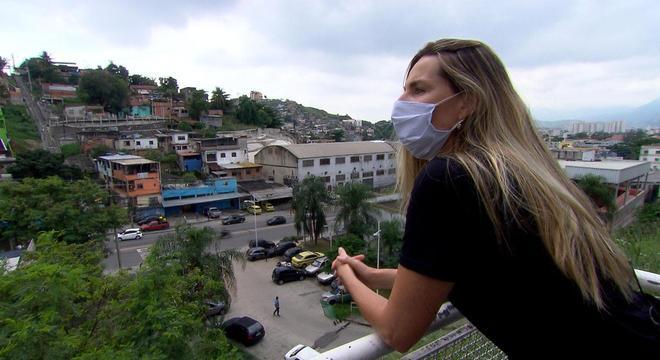 Mariana Weickert em gravação no Morro do Alemão