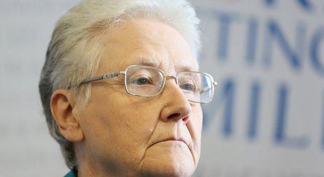 Marie Collins, sobrevivente de abuso sexual cometido por um padre, renunciou a assento em comissão da igreja destinada a proteger vítimas