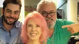 """Marília Gabriela adere ao cabelo rosa para agradar a neta: """"Sonho realizado"""" ()"""
