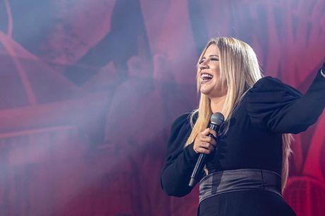Marília Mendonça apresenta live neste sábado (8)