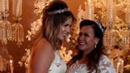 Marília Mendonça canta com Ferrugem no casamento da mãe. Assista ao vídeo ()