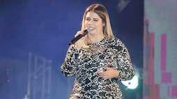 Grávida, Marília Mendonça acaricia barriga durante show e agradece apoio dos fãs (Divulgação/Fred Pontes)
