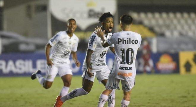 Marinho segue sua fase excelente. Criou, driblou e marcou seu 14º gol no Brasileiro