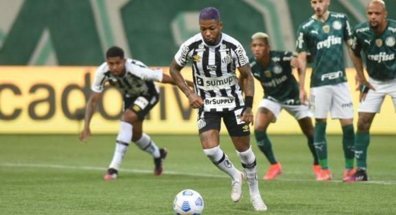 Marinho, de cabelo azul, descontou. 3 a 2. Mas o Palmeiras segurou a vitória no clássico