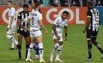 Marinho, jogador do Santos, teve grande oportunidade de abrir o placar contra o Ceará na Arena Castelão no último sábado (18) com cobrança de pênalti, mas acabou escorregando feio durante a corrida para a bola, isolando a penalidade máxima