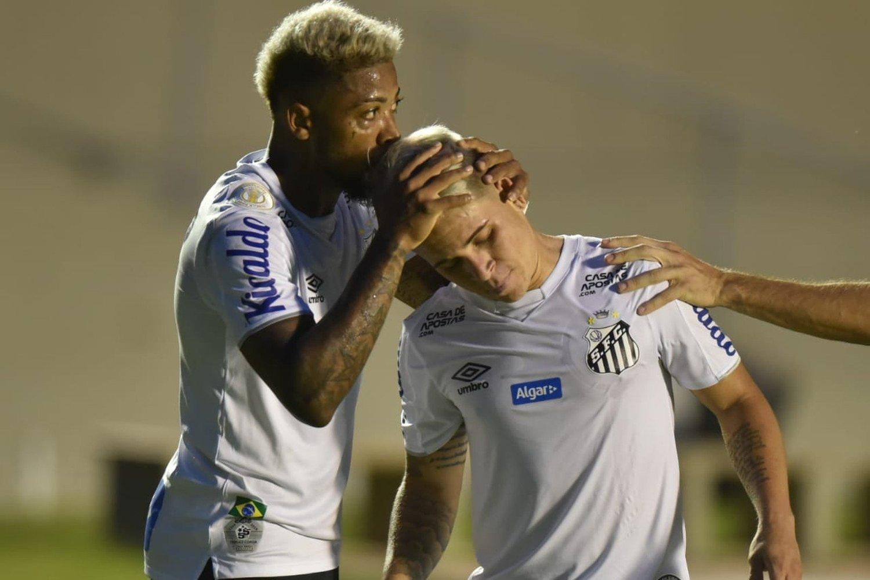 Marinho e Soteldo. Santos terá de vender suas maiores estrelas. Dívidas sufocam o clube