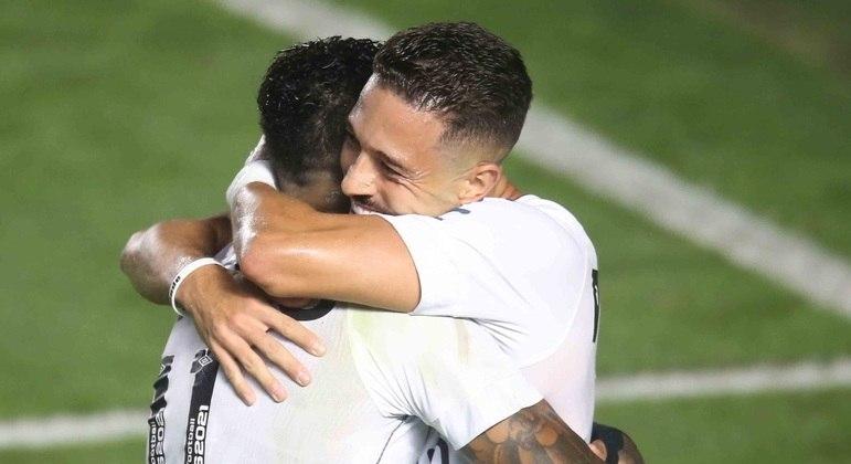 Marinho e Jean Mota marcaram na vitória do Santos sobre o Ceará