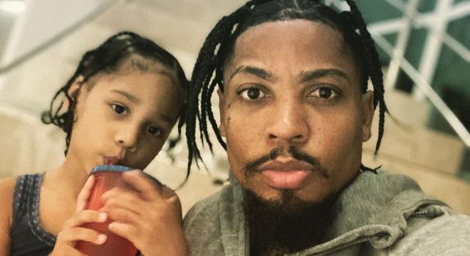 Marinho e a filha Alicia. O orgulho de serem negros. Resposta certeira