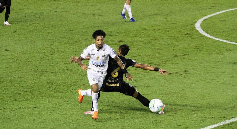 Marinho foi muito marcado pelos adversários, mas desequilibrou para o Santos