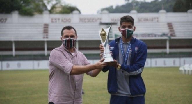 Mário Bittencourt recebe campeões do Sub-17
