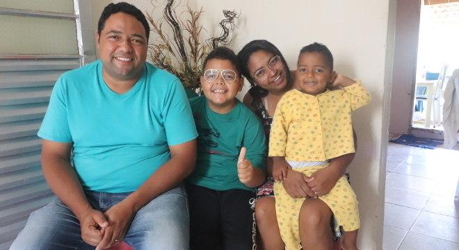 Com carteira assinada e ajuda assistencial, Mário Cláudio consegue manter sua família
