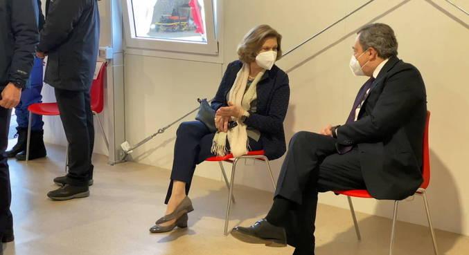 Premiê da Itália e esposa foram vacinados contra covid-19