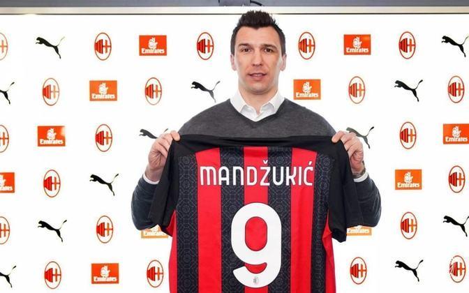 Mario Mandzukic, de 34 anos, tem contrato com o Milan até o final de junho de 2021.