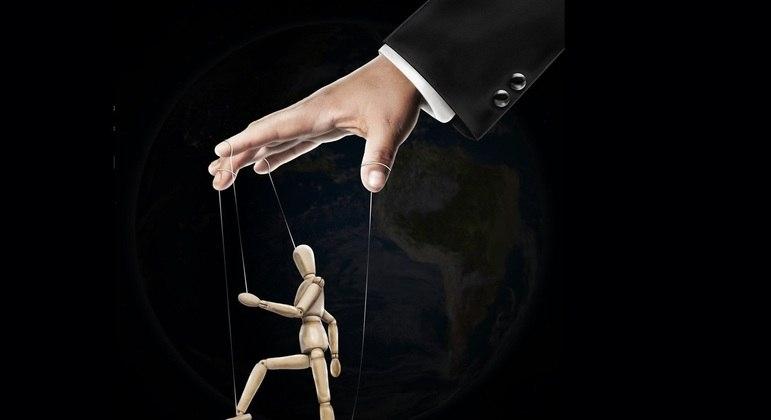 Bolsonaro virou o bonequinho de Silas Malafaia