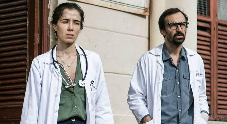 Marjorie Estiano e Julio Andrade, protagonistas de 'Sob Pressão'