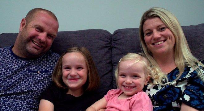 Mark e Suzanne Harper tiveram duas filhas com esperma de doador