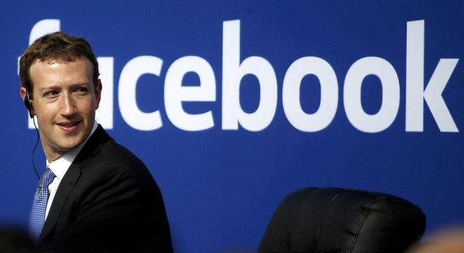 Mark Zuckerberg tenta reverter a crise que o Facebook está passando
