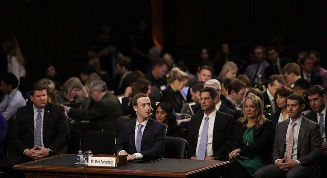 Zuckerberg teve de se submeter a perguntas de senadores americanos sobre o escândalo do Cambridge Analytics