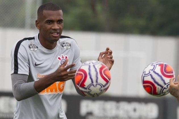 Marllon - 28 anos - Corinthians - Zagueiro - Outro atleta que não vem sendo relacionado por Mancini e deve sair é Marllon. o Atlético-GO estuda uma proposta de empréstimo.