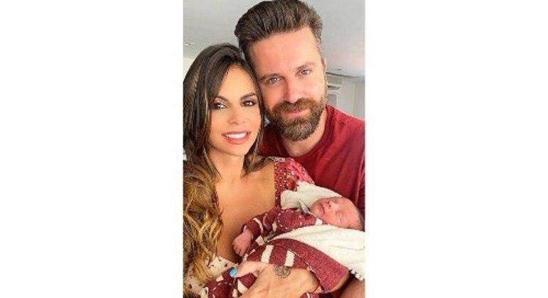 Bebê é fruto do relacionamento do artista com Maria Clara Leal