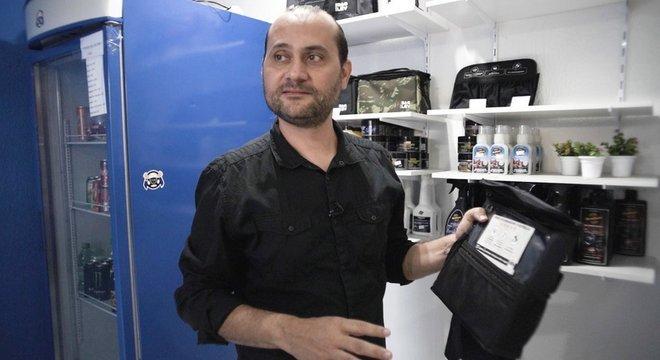 Mais de 20 mil bolsinhas térmicas para água já foram vendidas por Marlon em sua loja virtual