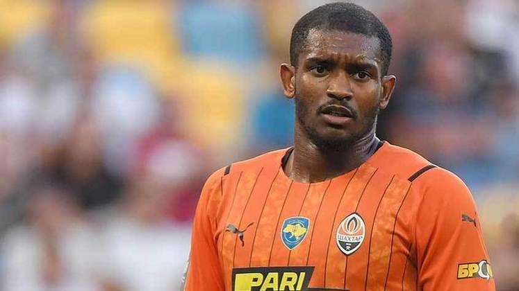 Marlon: Uma atuação para esquecer do zagueiro Marlon. Ele levou dois cartões amarelos nos primeiros 15 minutos da partida entre Shakhtar Donetsk e Minaj, que terminou 1 a 1.