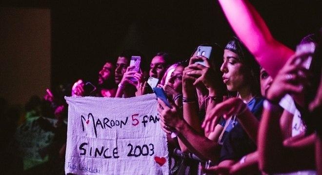 Maroon 5 toca música a mais em show no Rio de Janeiro e plateia delira