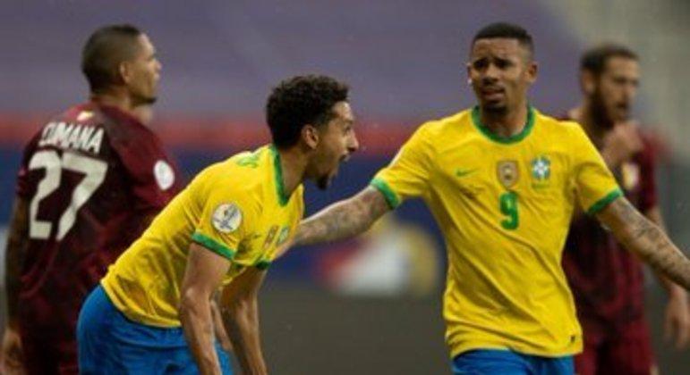 Marquinhos comemora o primeiro gol do Brasil. Falha da improvisada seleção venezuelana
