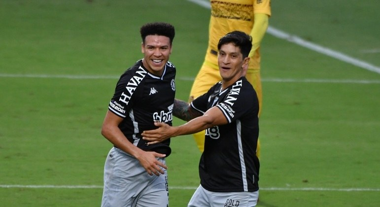Marquinhos Gabriel e Cano comemoram gol do Vasco sobre o Madureira