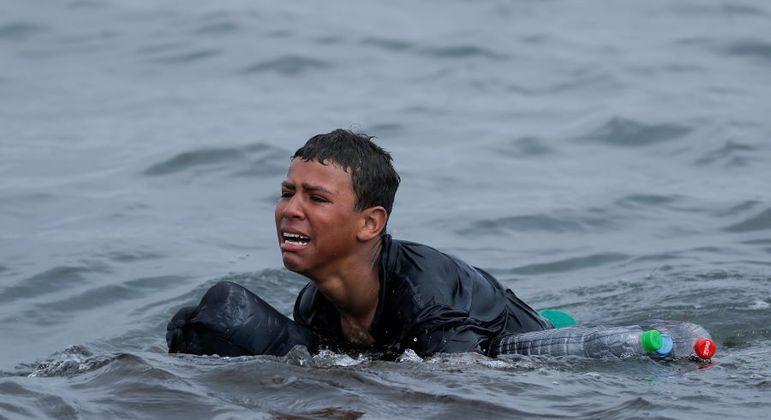 Jovem marroquino tenta entrar na Espanha a nado