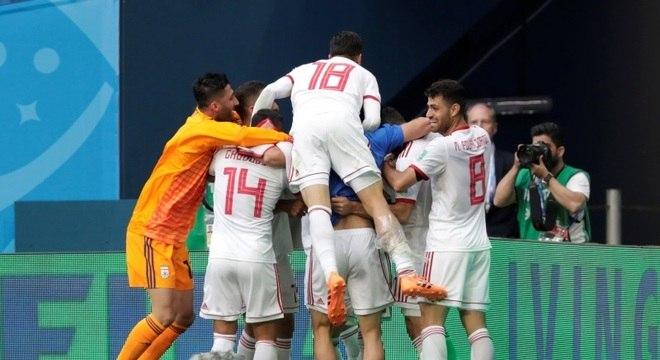 Com gol aos 50 minutos, o Irã venceu Marrocos na estreia das nações pelo Grupo B
