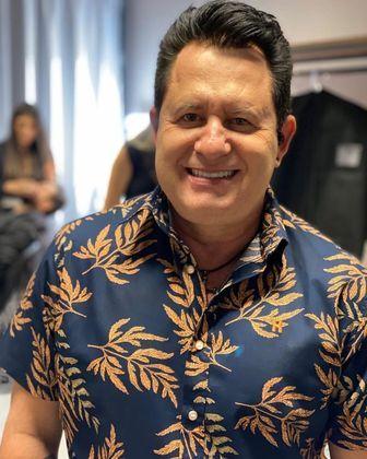 Em janeiro de 2021, Marrone, que faz dupla com Bruno, foi outro artista que desrespeitou a quarentena ao cantar e causar aglomeração em Santa Catarina. Nas redes sociais, o sertanejo aparecia e os músicos da banda apareciam sem máscaras. O público presente também ignorou o distanciamento social