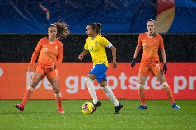 Marta, a rainha do futebol feminino, já conquistou duas pratas - 2.406.948 seguidores