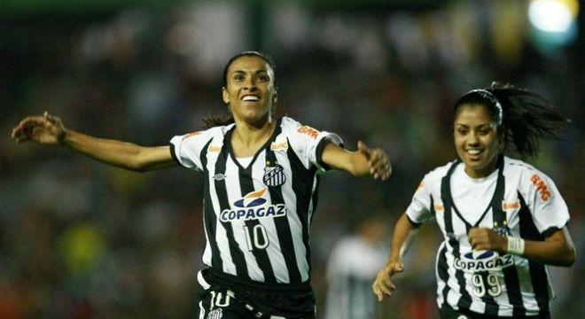 Marta, melhor do mundo seis vezes, fez parte da história do futebol feminino do Santos