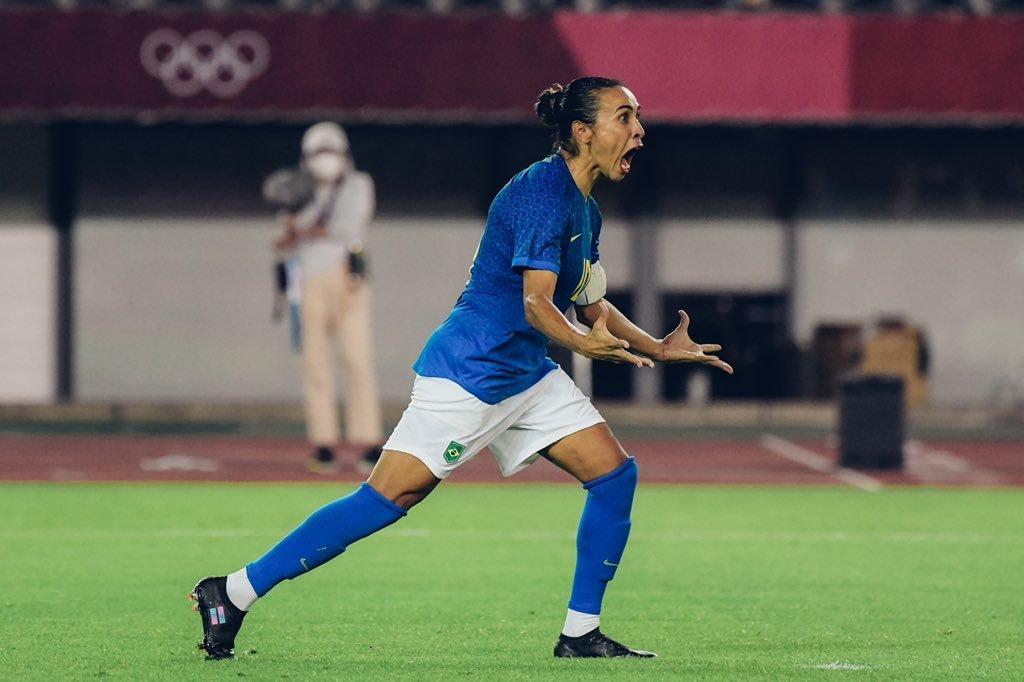 Marta vibrou muito. Teve ótima movimentação. Brasil bem, no ataque. Fraco na marcação