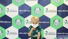 Curado de câncer, garoto realiza sonho de conhecer Allianz Parque