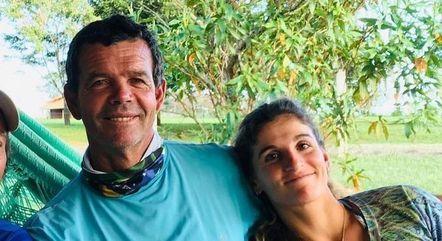 Martine posa ao lado do pai, Torben Grael