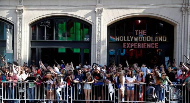 Fãs reunidos antes de estreia de filme do Homem-Aranha em Los Angeles