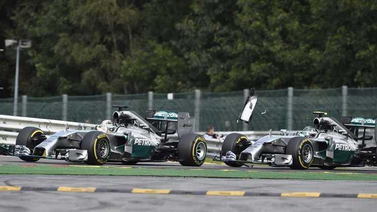 Mas a rivalidade mais marcante foi com Nico Rosberg, na Mercedes. O primeiro choque veio no GP da Bélgica de 2014