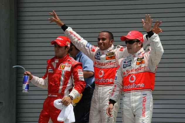 Mas o relacionamento da dupla foi tão ruim que perderam o título e Alonso deixou a equipe ao final do mesmo ano