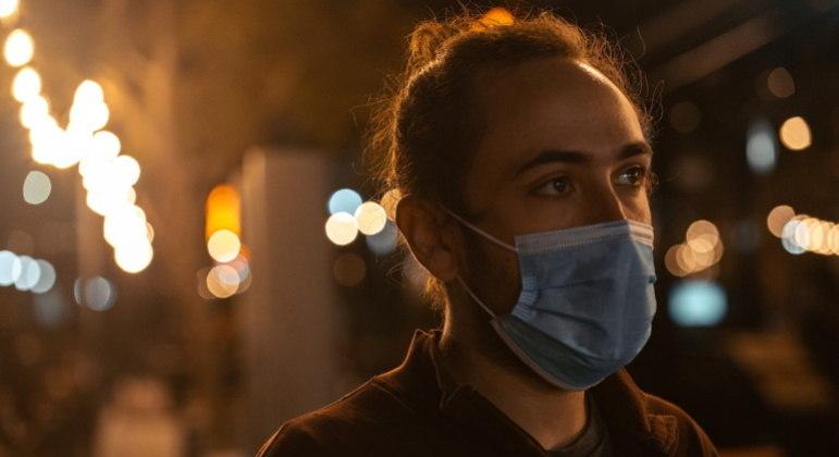 Especialistas indicam que flexibilização de máscara só é possível com mais vacinados