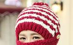 O raciocínio, nesse caso, parte do bom senso: se cabe uma agulha de tricô, cabe o vírusInfectologista explica como as máscaras protegem as pessoas do coronavírus