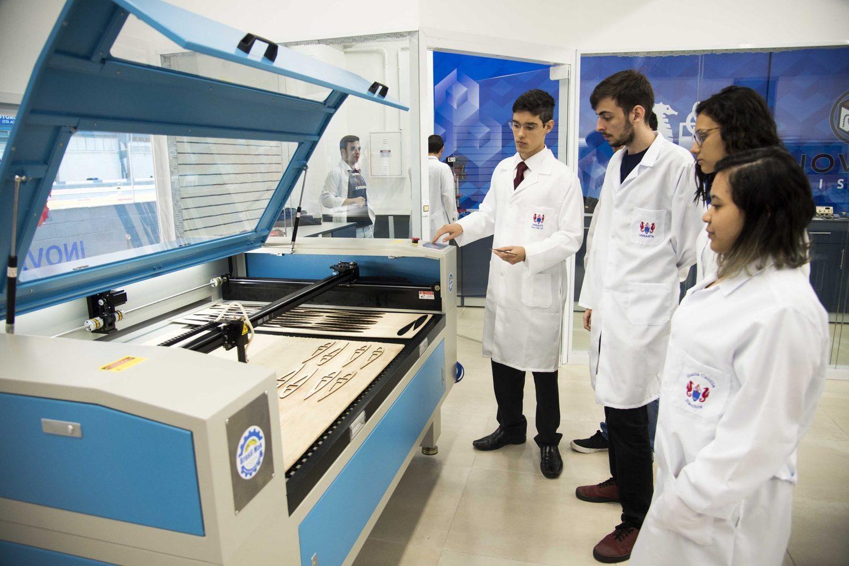 Máscaras estão sendo produzidas no laboratório de inovação tecnológica e criatividade