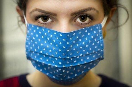 Máscara de pano passa a ser recomendada por autoridades