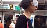 Indo contra todas as orientações sobre o uso de máscaras, essa moça preferiu estar na vibe