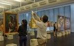 O Masp (Museu de Arte de São Paulo Assis Chateaubriand) reabriu neste sábado (24) ao público após fechamento devido à pandemia de covid-19.Confira imagens da reabertura do Masp